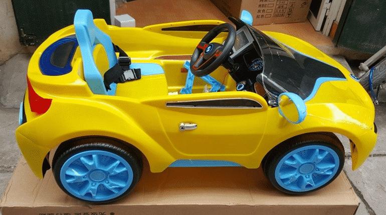 Xe ô tô điện trẻ em AT1818 màu vàng