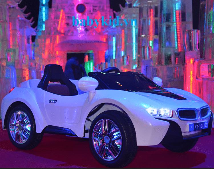 Xe ô tô điện trẻ em AT1818 màu trắng