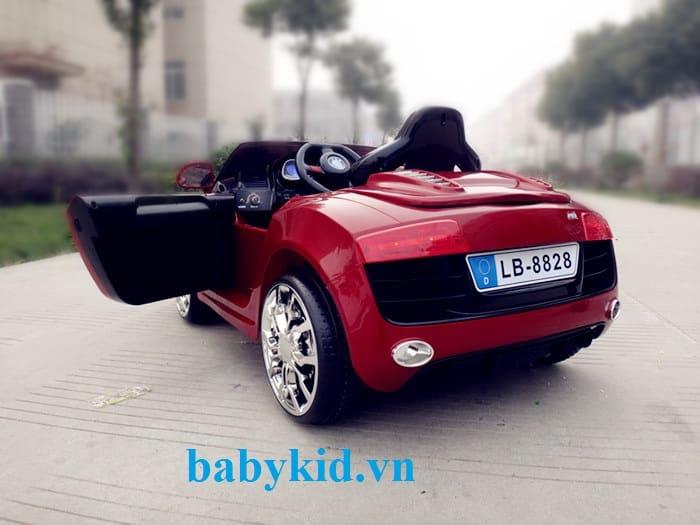 Xe ô tô điện trẻ em Audi R8-8828 hiện đại