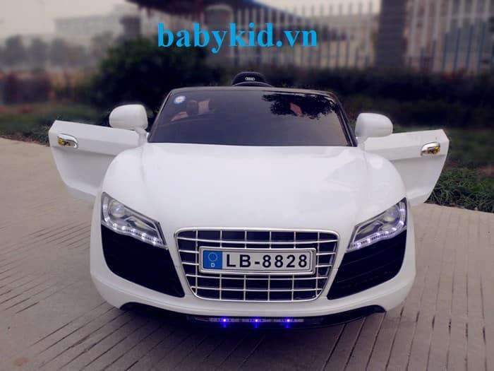 Xe ô tô điện trẻ em Audi R8-8828 màu trắng