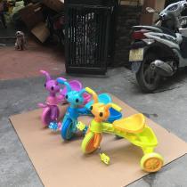 xe đạp 3 bánh hình mặt kiến