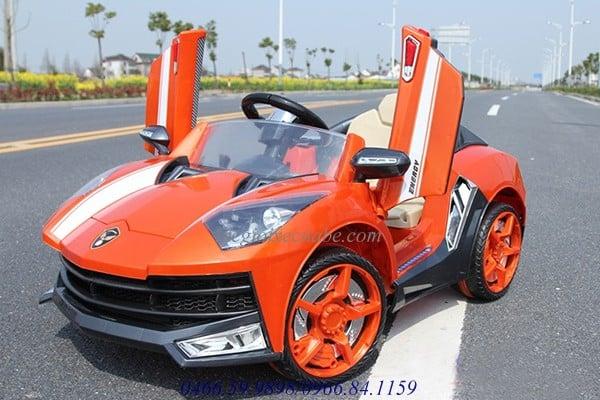 Xe ô tô điện trẻ em lamborghini 8188