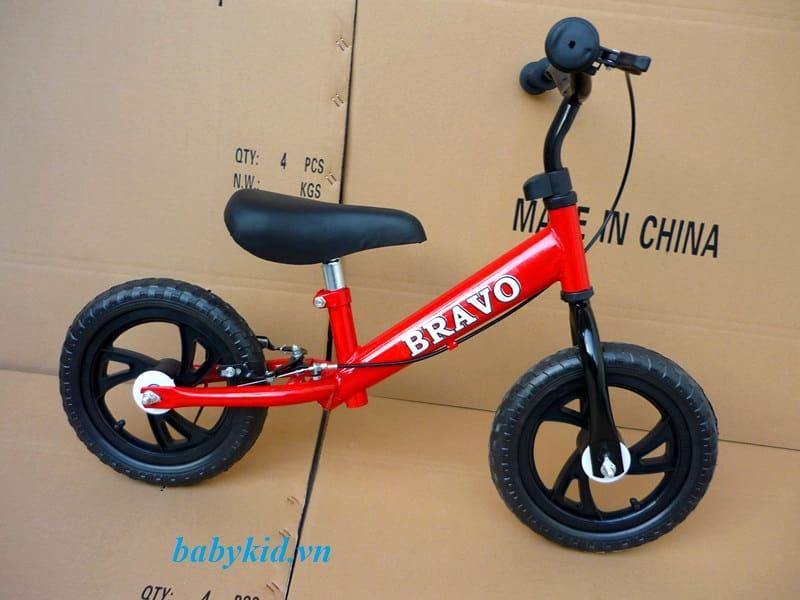 Xe thăng bằng trẻ em Bravo màu đỏ
