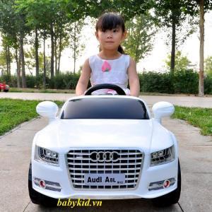 xe ô tô điện trẻ em Audi A8L đỏ3