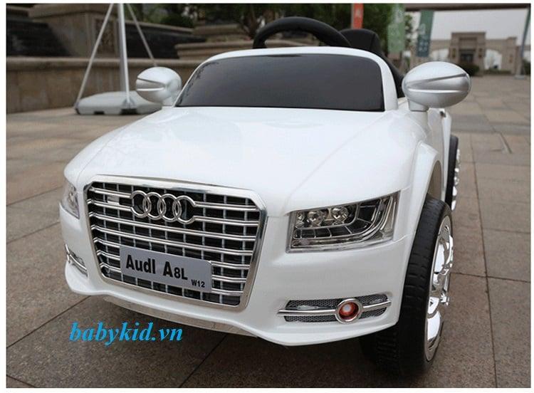 xe ô tô điện trẻ em Audi A8L màu trắng
