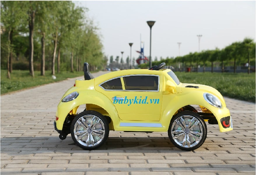 xe ô tô điện trẻ em BLF-8899 màu vàngq