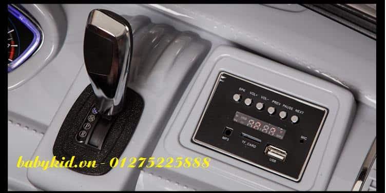 xe ô tô điện trẻ em A-998 hộp nhạc