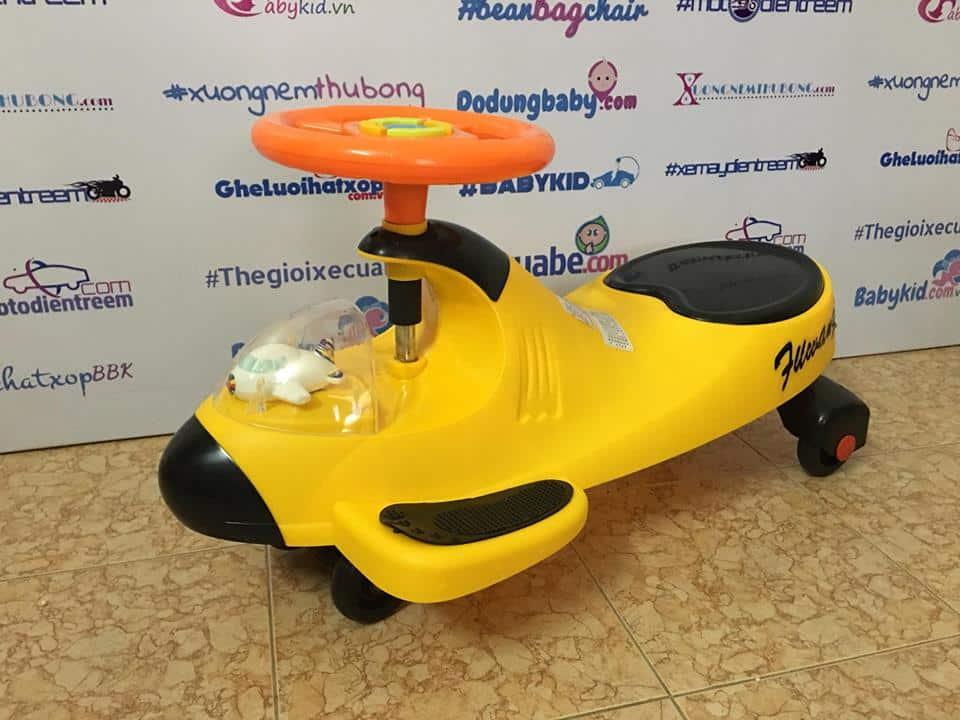 xe lắc trẻ em hình máy bay